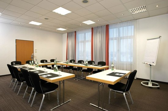 NH München Airport: Meeting Room