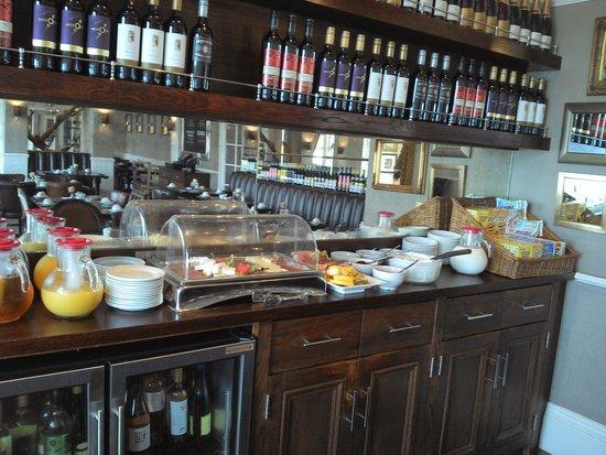 The Marine Hotel: Breakfast Bar