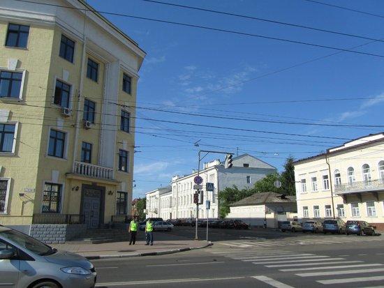 Guesthouse of the Pastuhov Academy: Напротив отеля- здание МВД