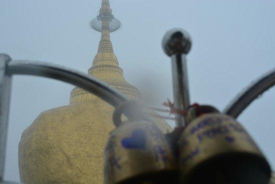 Kyaiktiyo Pagoda: Wishing bells view