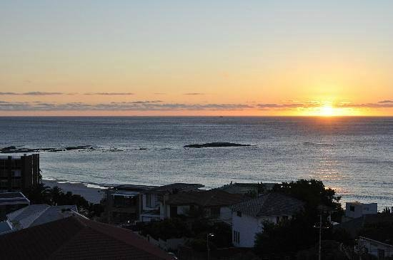 The Bay Atlantic Guest House: Sunset in Camps Bay