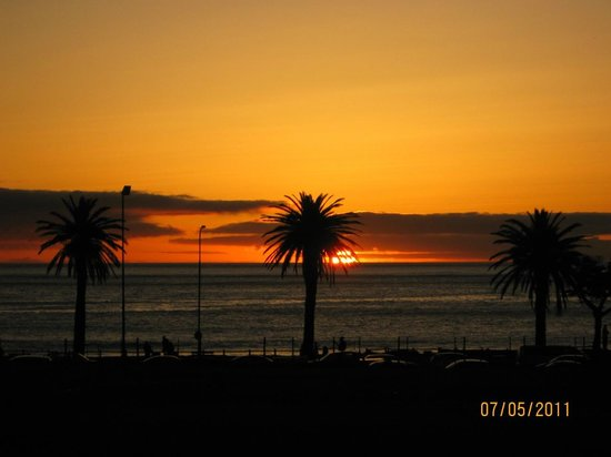 The Bay Atlantic Guest House: Camps Bay Beach at Sunset