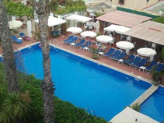 Hotel La Playa: Pool (Zimmerausblick oberste Etage)