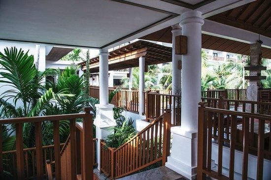 Naithonburi Beach Resort : лобби