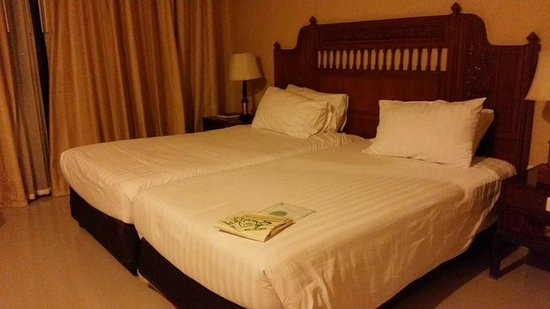 Loei Palace Hotel : bed