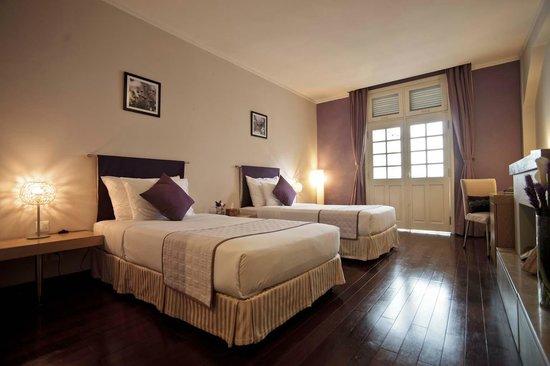 Ngoc Lan Hotel: Superior lake view