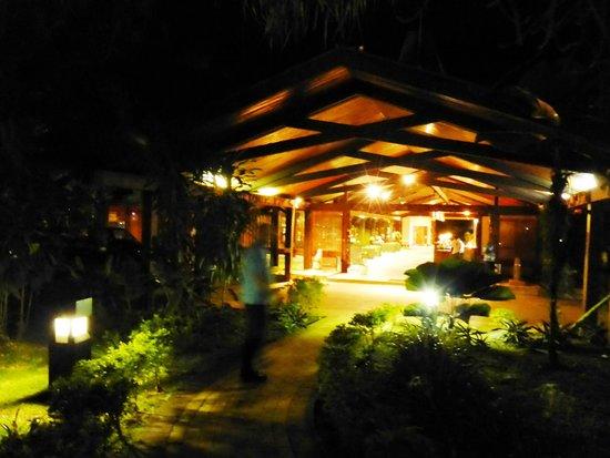 Solomon Kitano Mendana Hotel : at night