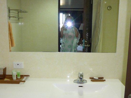 Solomon Kitano Mendana Hotel : bathroom