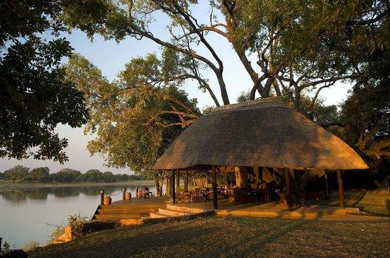 Nkwali Camp: Nkwali main bar area
