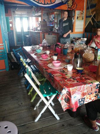 Flying Pig Beach Hostel: The breakfast time