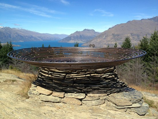 "Queenstown Hill : The ""Basket of Dreams"""