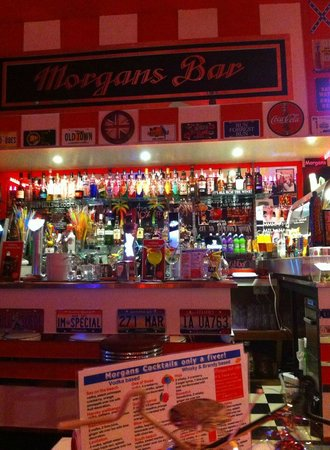 Morgans on the Prom: big selection at the bar :)