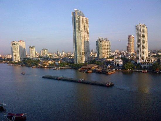 Ramada Plaza Bangkok Menam Riverside: What a great view to start the day