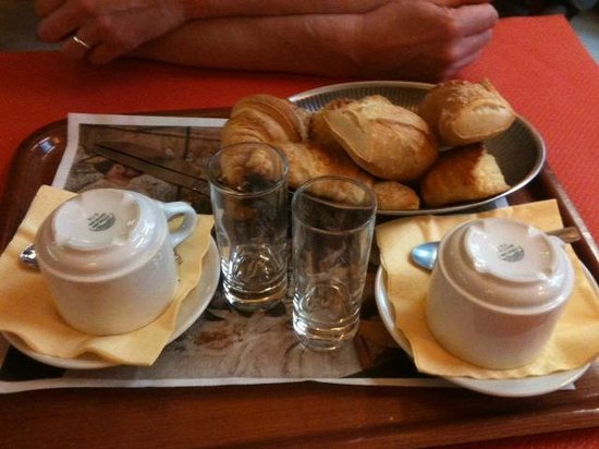 Montpensier: breakfast for 2
