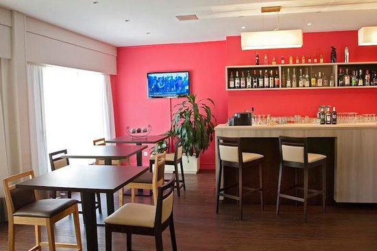 Kyriad Bourg En Bresse : bar