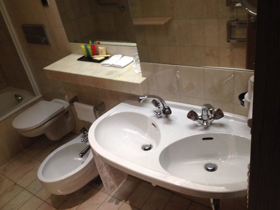 Grand Hotel Europa: Bathroom