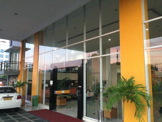 EDU Hostel Jogja : The entance