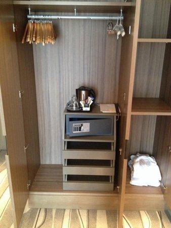 Grand Hotel Europa: Wardrobe space