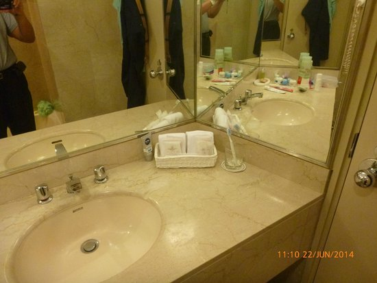 Prudential Hotel: Bathroom