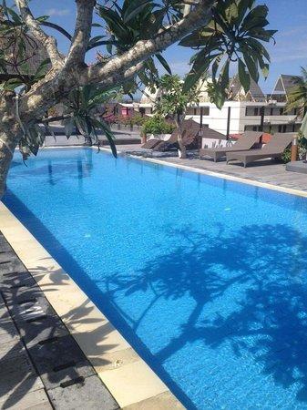 Sing Ken Ken Lifestyle Boutique Hotel: The pool
