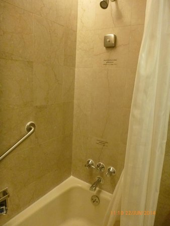 Prudential Hotel: Bathroom