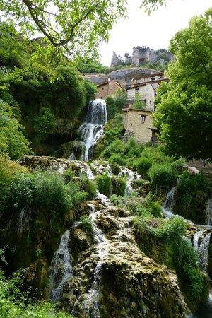 Posada Molino del Canto: Waterfalls in nearby village