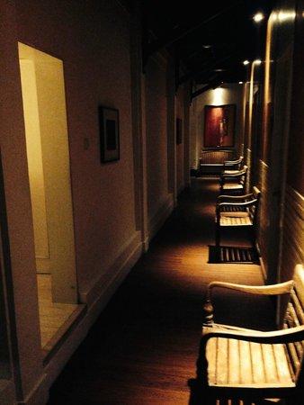 Tanaya Bed & Breakfast: The way to the veranda