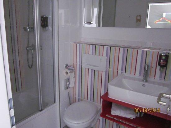 Ibis Styles Aachen City : Bathroom