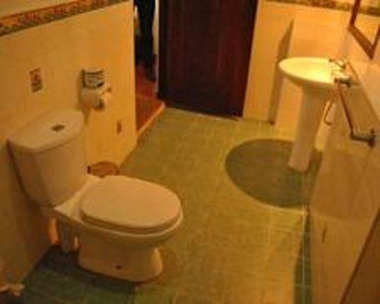 Tartaruga Hotel & Beach Restaurant: our bathrooms