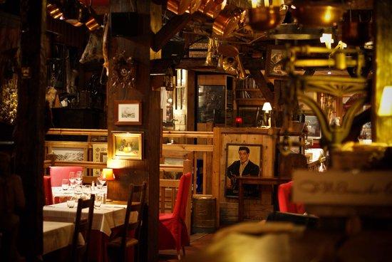 La Calèche: Lovely atmosphere inside