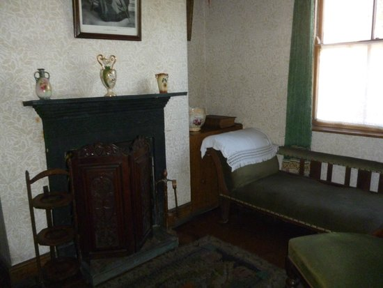 Black Country Living Museum: Another corner of living room inside House at Black Country Museum