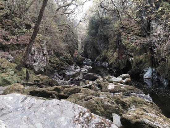 Fairy Glen: Upriver