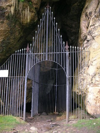 King's Caves: Entrance to the King's Cave