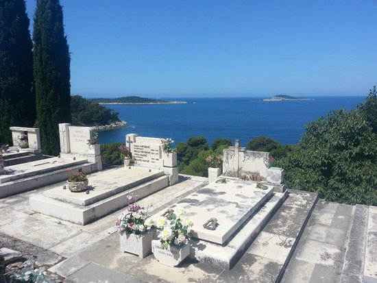 Castelletto: cemetary on hill in Cavtat