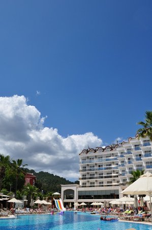 SunConnect Grand Ideal Premium: Бассейн и отель