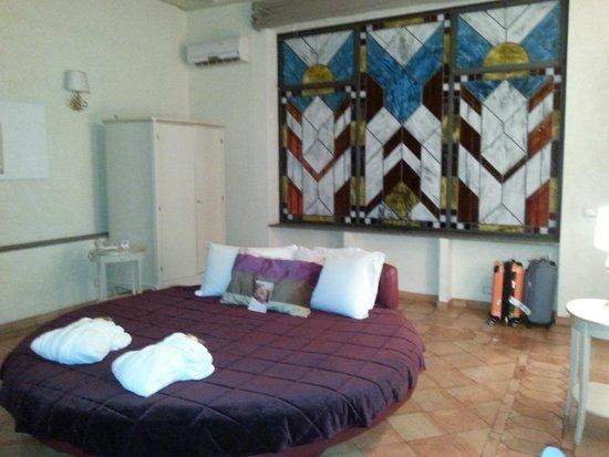 Residenza Frattina: a round bed