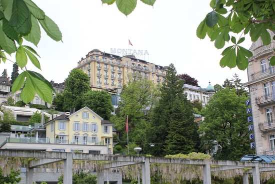 Art Deco Hotel Montana Luzern: View from the shoreline