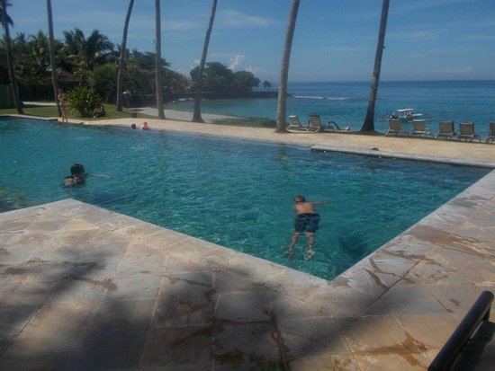 Candi Beach Resort & Spa: front pool...nice view of beach