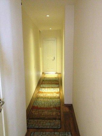Finch Apartments: Коридор, самый верхний этаж
