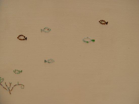 Shigira Ougon Onsen: かわいい ガラス細工壁
