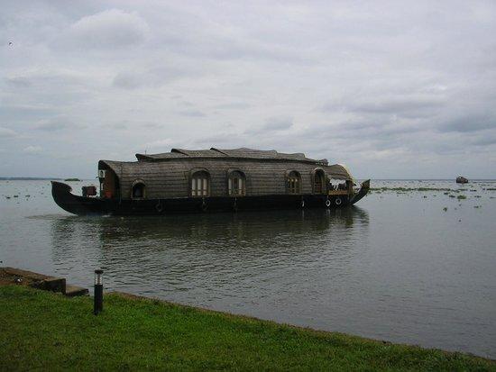 Kerala Backwaters: Kettuvallam in back waters