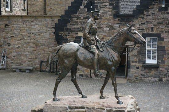 National War Museum of Scotland: Estatua