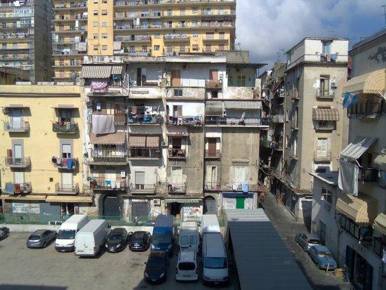 San Giorgio Naples Hotel: quello che si vede dalla finestra della camera