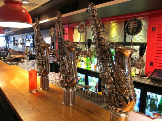 Happy Bar & Grill Rakovski: Bar