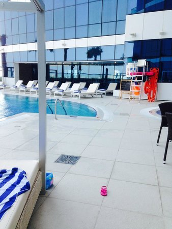 Novotel Suites Dubai Mall of the Emirates: La piscine