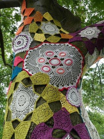 Royal Botanic Gardens Kew: Crochet covered tree