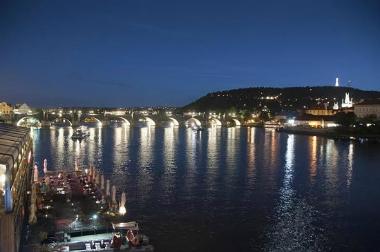 Marina Ristorante : Evening view of the restaurant from the bridge. Outdoor seats