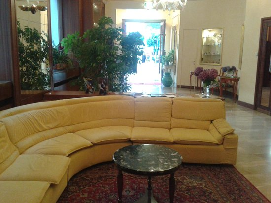 Milan Speranza Au Lac: reception area Speranza