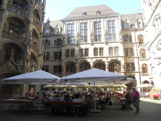 Neues Rathaus: internal courtyard