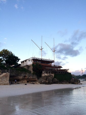 Anda Beach Resort: Tampak luar hotel